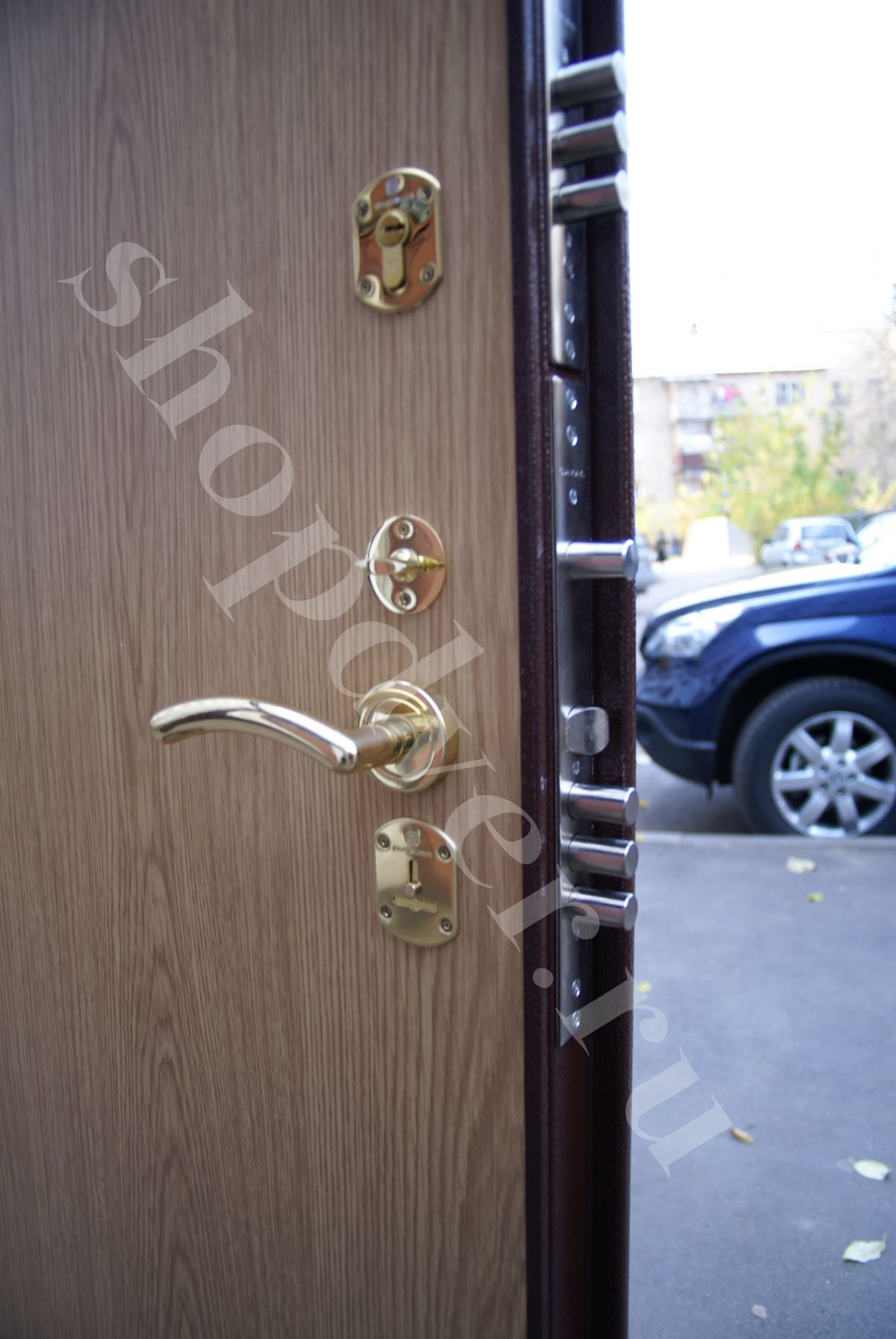 сколько стоит установить входную дверь в новостройке в москве